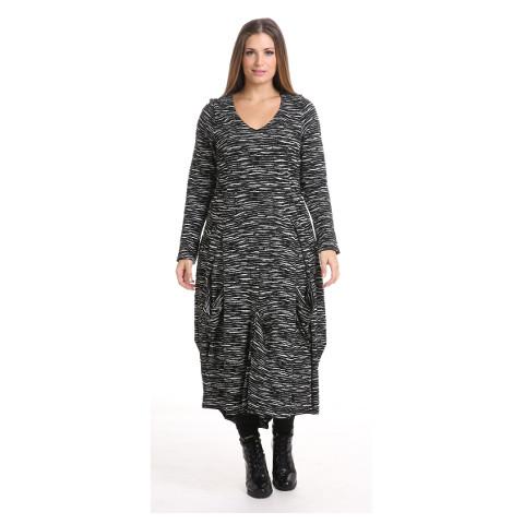 Klänning från maT Fashion hos STORTMODE.se
