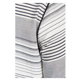 Detalj på randig tunika i stor storlek