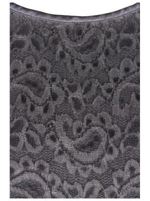 Spetsklänning detalj i grått