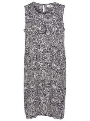 En klänning att trivas i som finns i stora storlekar