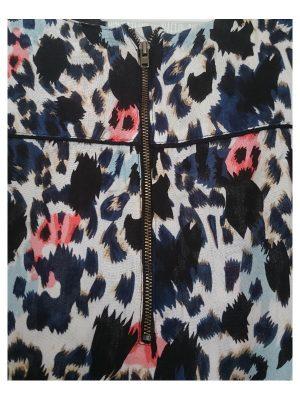 Matcha denna tunika med ett par svarta byxor