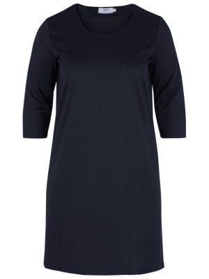 Klänning med en enkel design i kraftig trikå