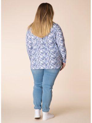 Skjorta med rynkeffekt i storlek 46-52