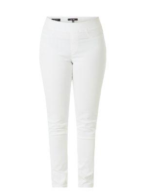 Treggings i vitt i storlek 44-52,matcha med tunika i någon av sommarens modefärger