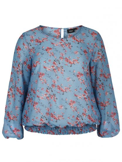 Blommönstrad blus från Zizzi, perfekt till favoritjeansen