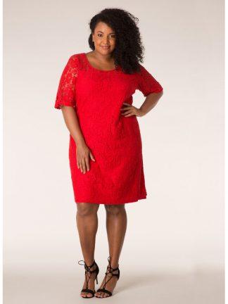 Fin röd spetsklänning till julens fester
