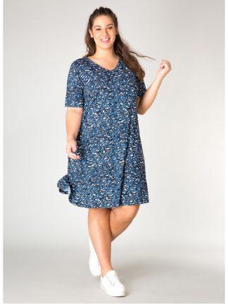 Klänning i blått, passar med en kofta eller jeansjacka