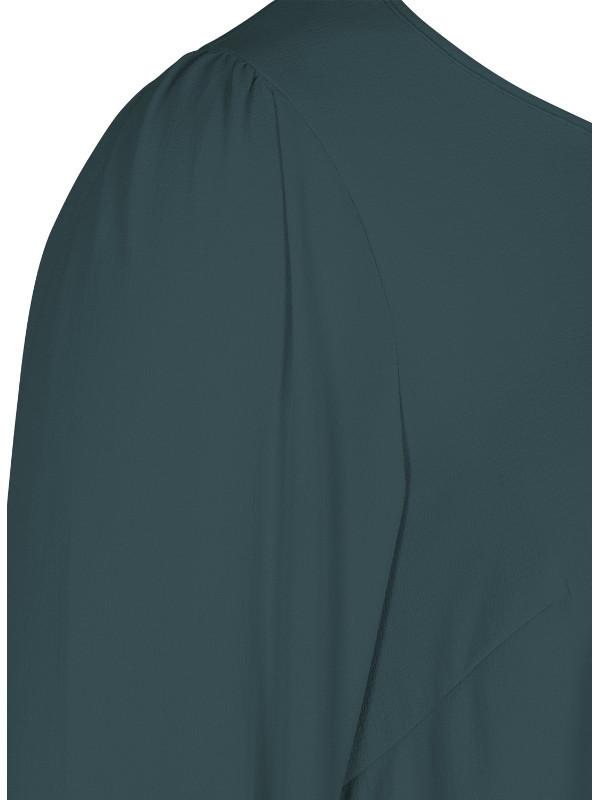 Rund hals och lång ärm i denna mörkt gröna blus