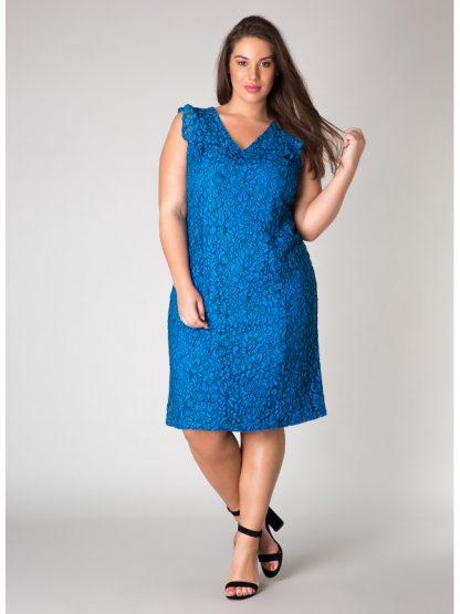 Figursydd spetsklänning i storlek 46
