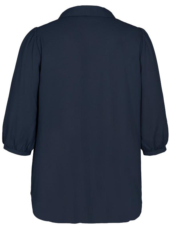 Marinblå blus med bra längd från Zizzi