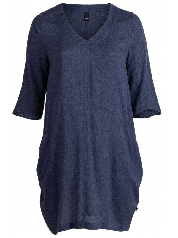 Bekväm klänning emd framfickor i stor storlek