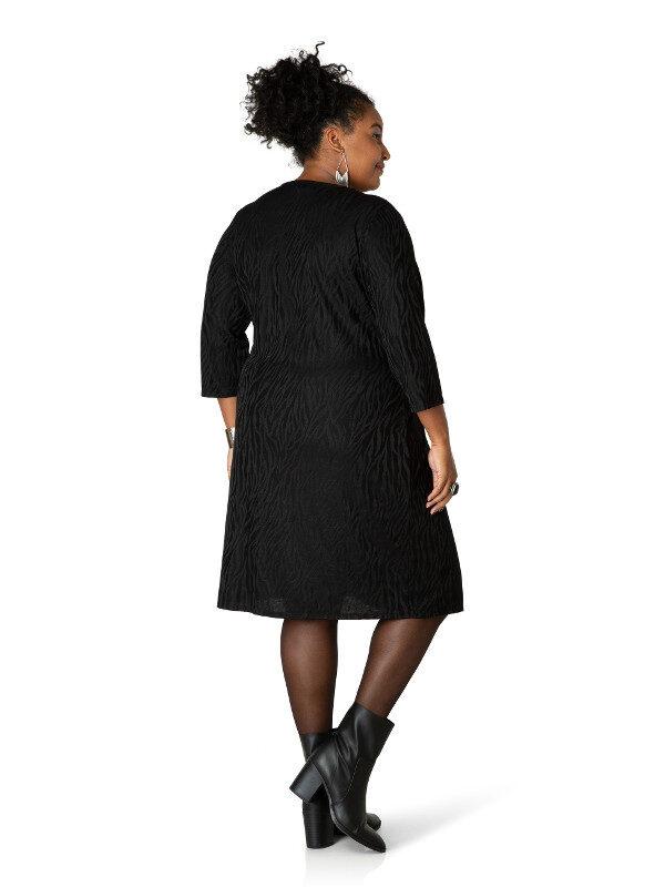 Snygg svart plussize klänning