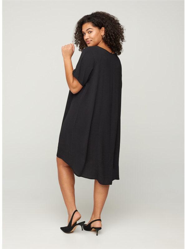 Snygg klänning tunika som är längre bak