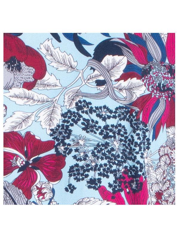 Fins blommönster i blått, vinrött, svart och vitt