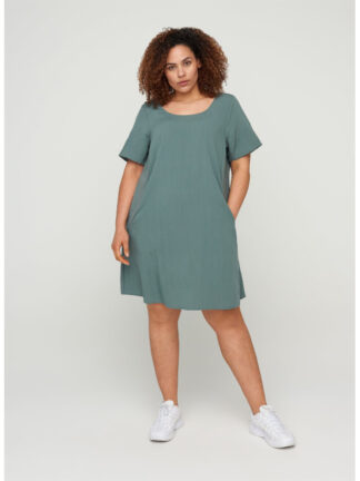 Grön klänning i stor storlek