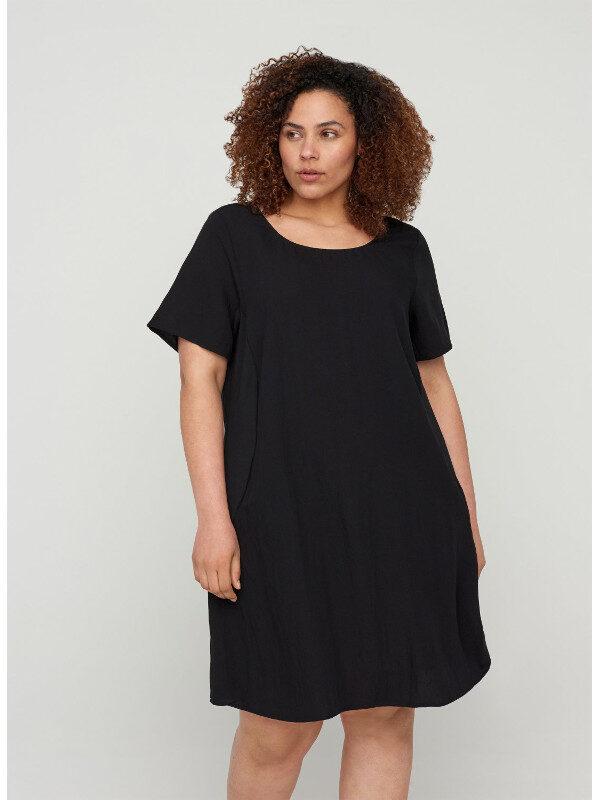 En snygg klänning i kvinnlig modell i stor storlek